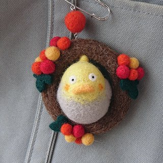 Felt wobbly brooch [Okame-chan parakeet and red fruit] CS0145