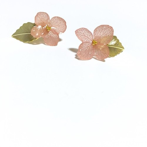*Vintage Pink*Hydrangea and Gold Leaf Earrings