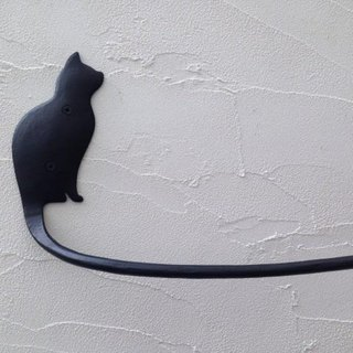 Towel hanger with profile of a cat