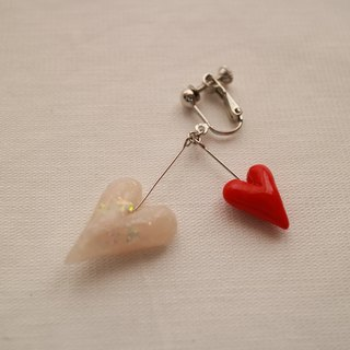 Baum heart pierced earrings red × white