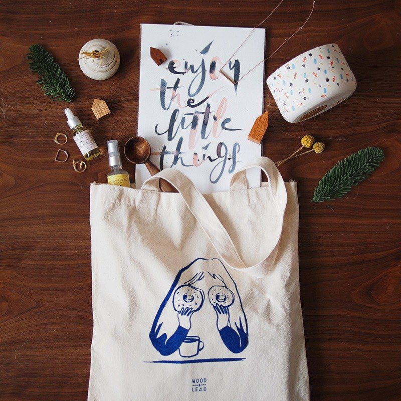 Donut Disturb Tote bag