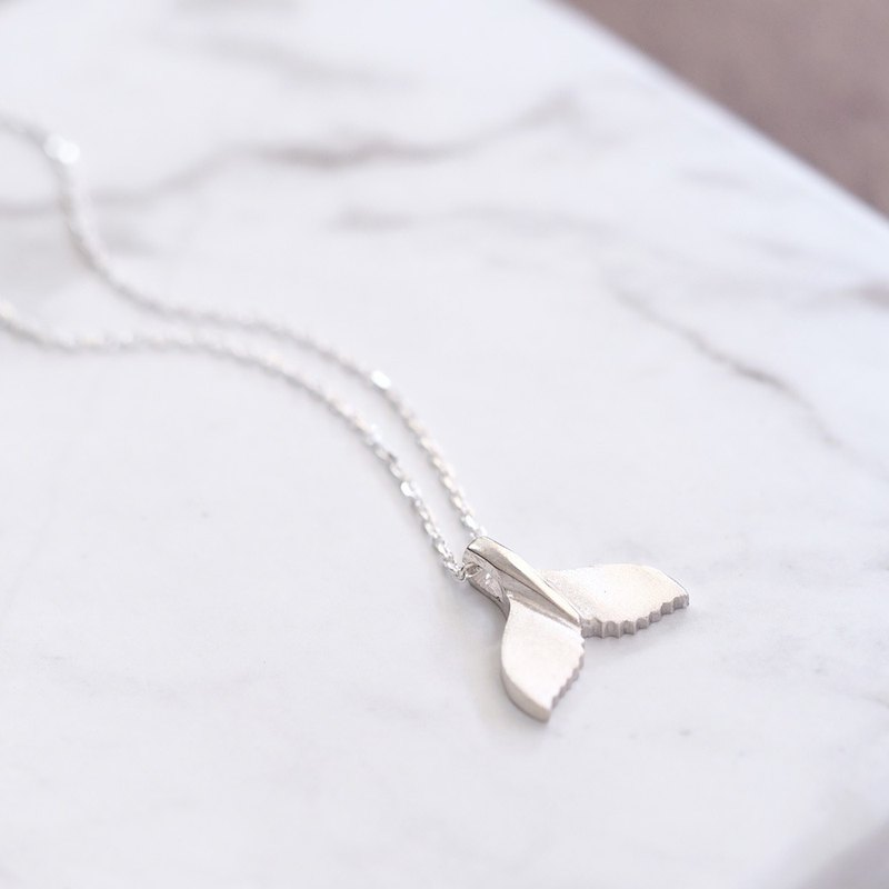 Whale's tail necklace silver 925