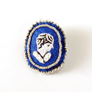 Cameo style embroidery brooch