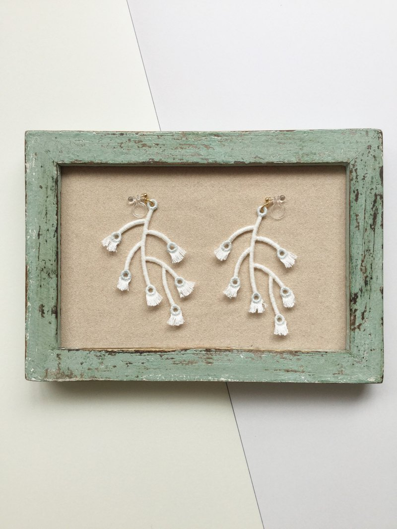 ARRO / Embroidery / Earrings / Branched / White