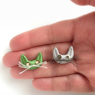 Bearded cat brooch green or ashes