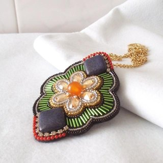 【beads embroidery】Swarovski  pendant top  no.5