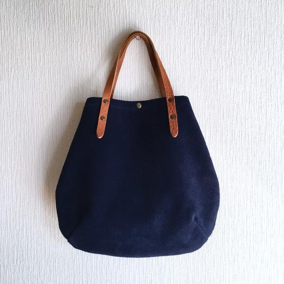 Round tote bag of cattle floor velor and extremely thick oil nude S-size 【Navy】