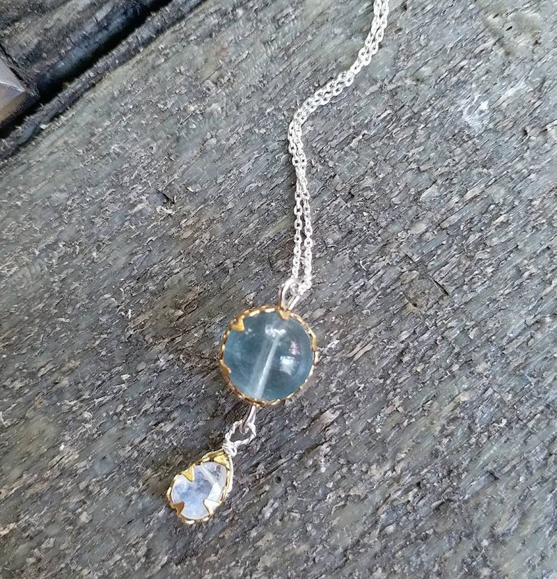 10mm蓝萤石,镀金包边, 7 /8mm 蓝光月亮石,925 纯银颈链 10mm flourite and 7/8mmmoonstone 925 silver necklace