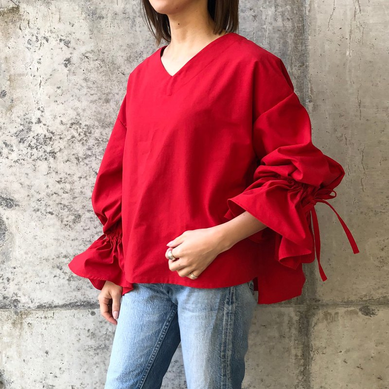 Red back pleated balloon sleeve ribbon blouse