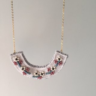 "[ Bluesy Mod ] --- Beaded Embroidery necklace . 米珠刺绣小花项链 . ""白色小花""( BEY 3)"
