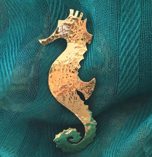 Seahorse ☆ Brass forged gold brooch