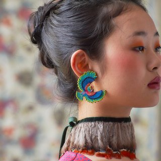 ARRO / Embroidery earring / Flying bird / green