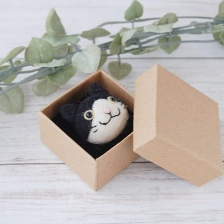 [Wool felt] hid a cat plump mini brooch