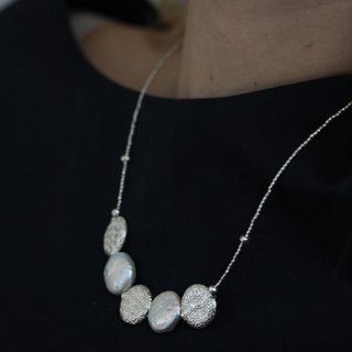 Flat pearls and patterned silver beads necklace (N0025)