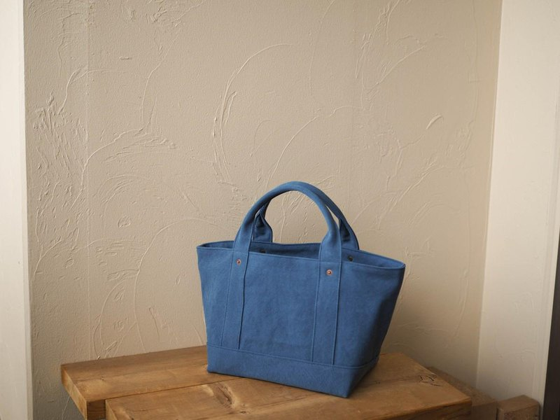 With a lid only Tote M deep blue