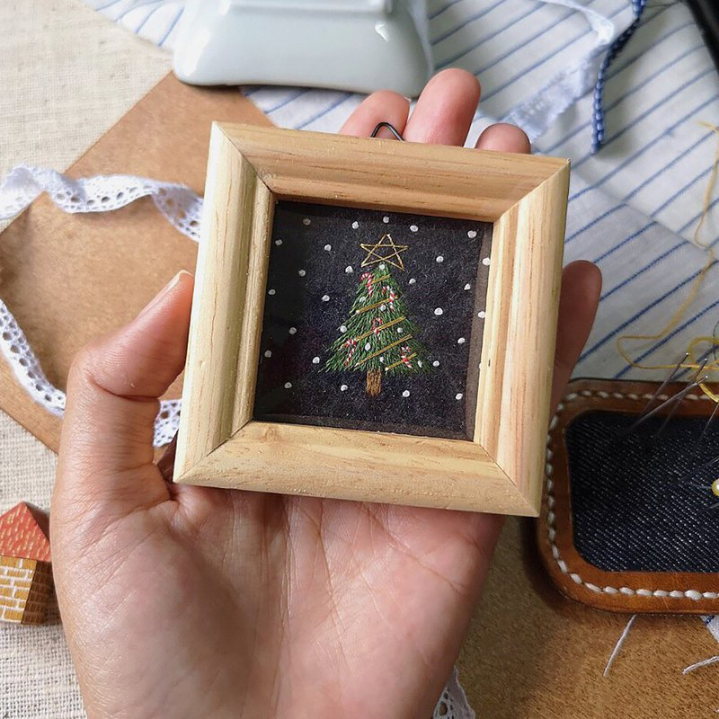 Frame Embroidery : Christmas Tree