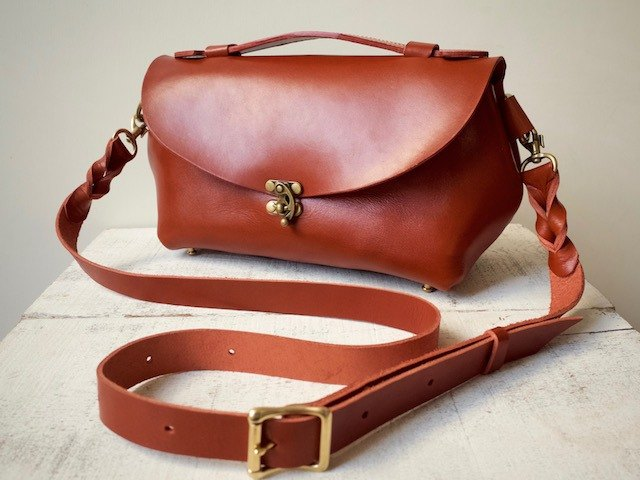 Tochigi Leather Nume Leather Shoulder Pouch fave L Terracotta