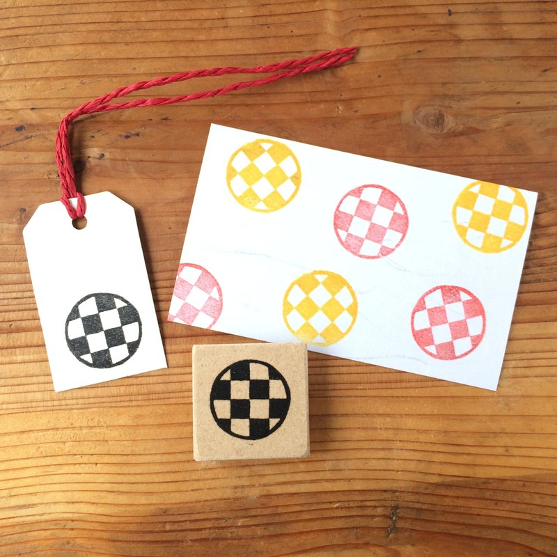 Easy to use round shaped checkered pattern petit eraser rubber