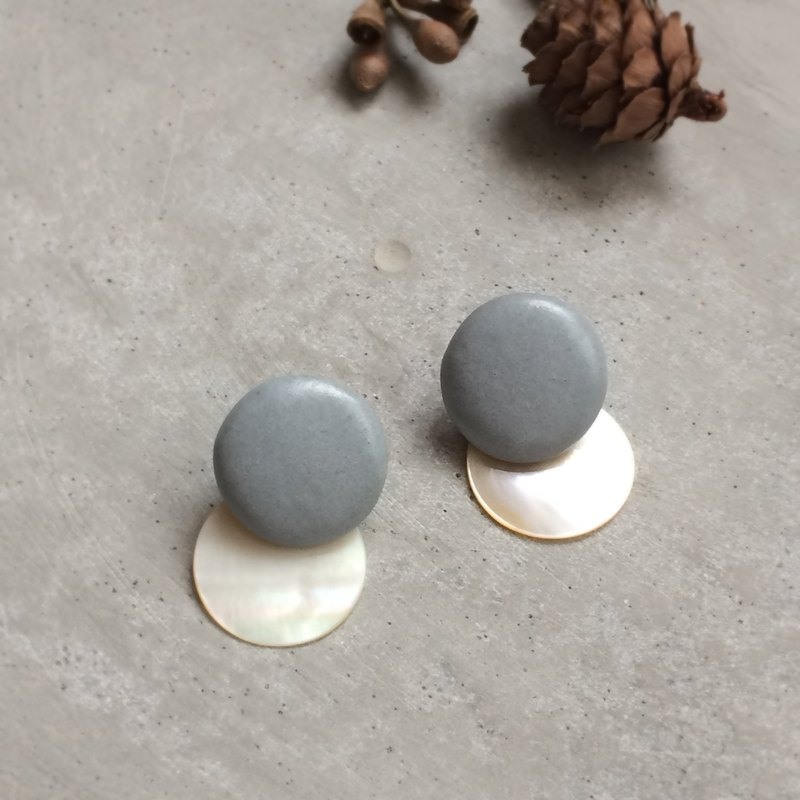 no / 47 Shell and Graish Blue Ceramic 2way Earrings