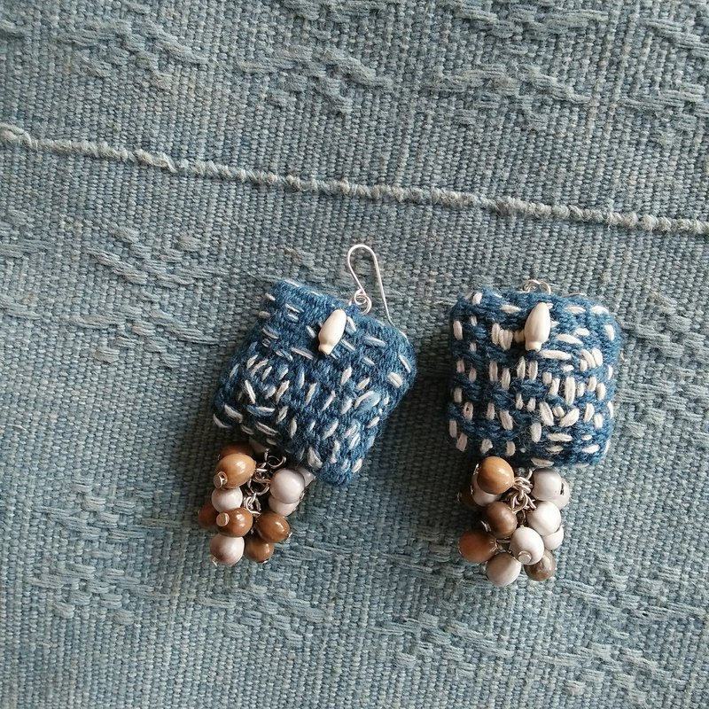 Square embroidery earrings large / indigo / hand-woven cloth juzudama job's tears