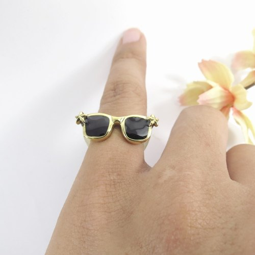 Glasses ring from WABY