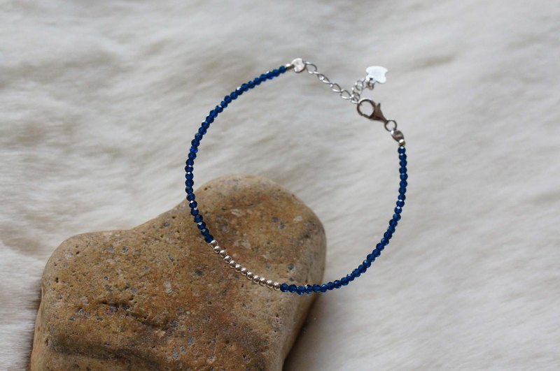 蓝刚玉银手链 ( Blue Corundum Bracelet  with Linear Alloy )