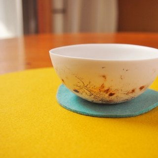 Porcelain small bowl feeling