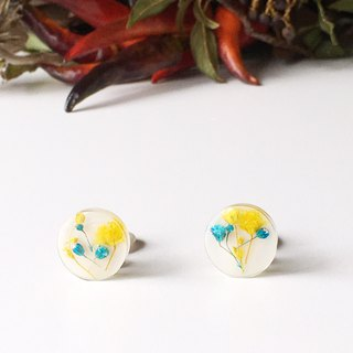 Stud earrings contained Yellow and Blue Babys breath (15 mm)