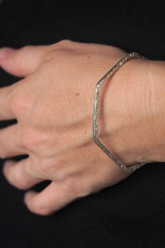 Handmade hexagonal open bangle in hammered silver wire (B0025)