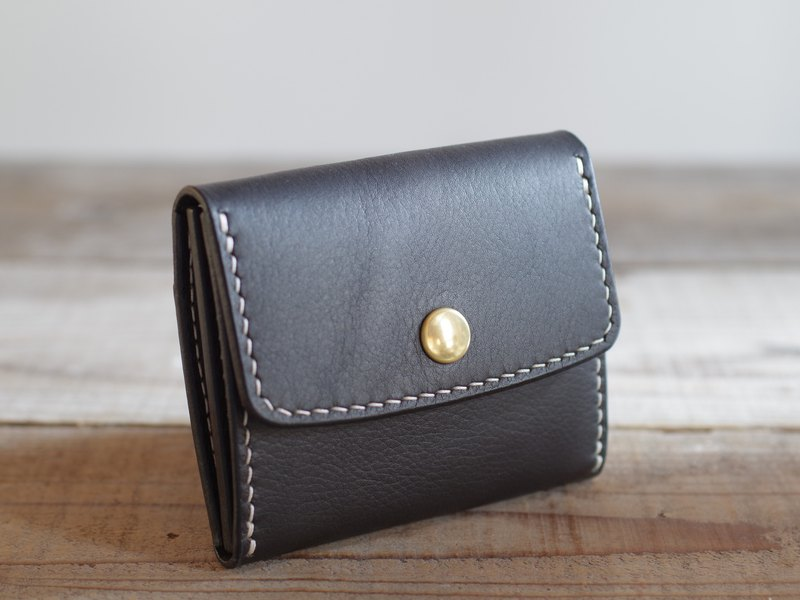Nume leather hand-sewn compact wallet black