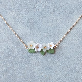 Flower garden necklace / white