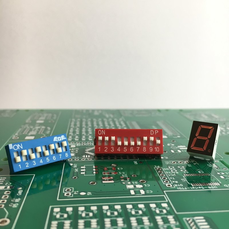 【Electronic parts】 Electronic parts brooch set