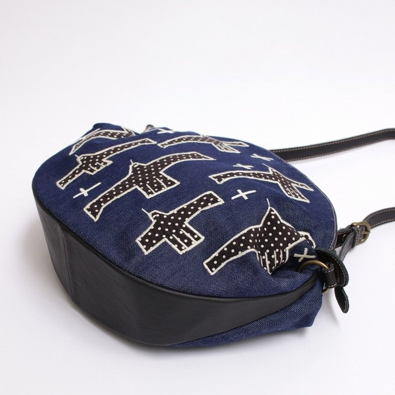Square square bird embroidery / shoulder bag