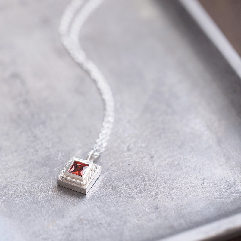Square) Garnet Twist Necklace 925 Silver
