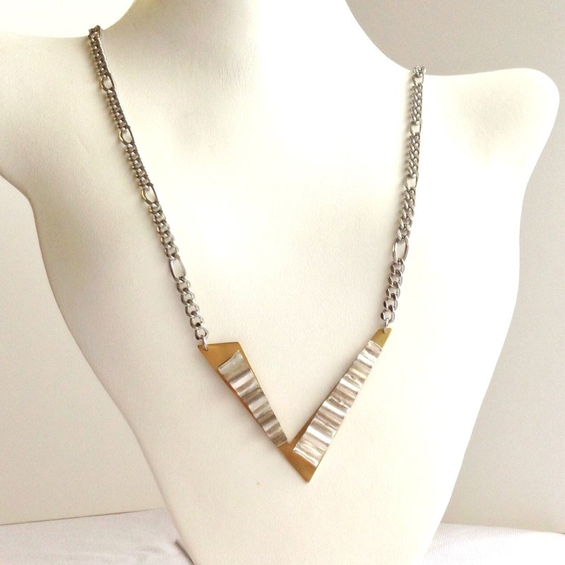 [Order production] necklace / Gold & Silver asymmetry V drape design <Unisex>