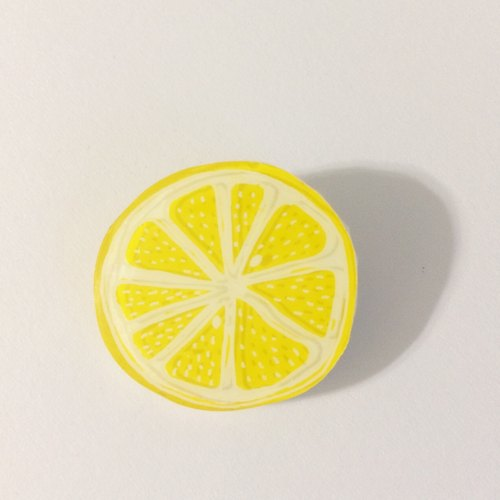 Lemon brooches (round slices) lemon brooch / made of plastic