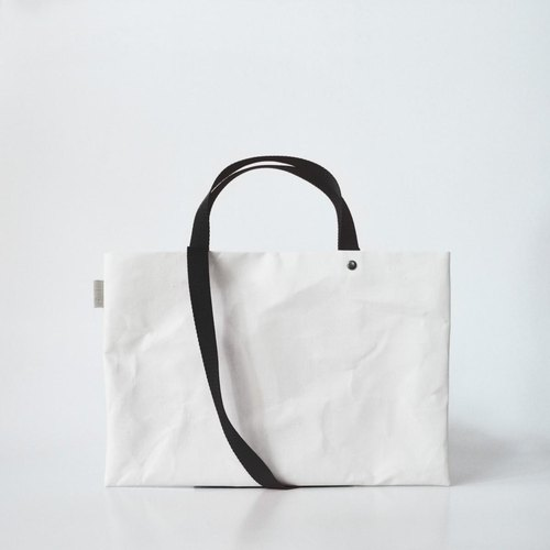 【N / no × E / zel.】 SOME WAY LIGHT LESSON BAG P4 (A4) _PP / BLACK
