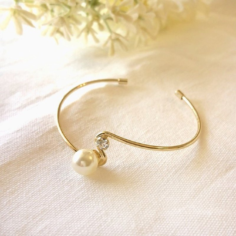 Crystal Pearl and Crystal Bangle