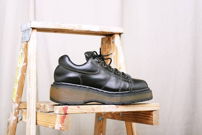 《Dr. Martens Shoes》黑色厚底马汀鞋 DMH02