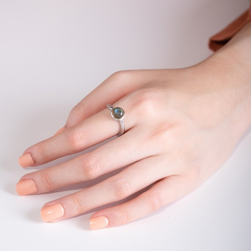 Mirari Curve Ring with Labradorite