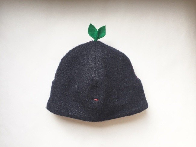 That is enormous! Leaf cap Navy's linen wool