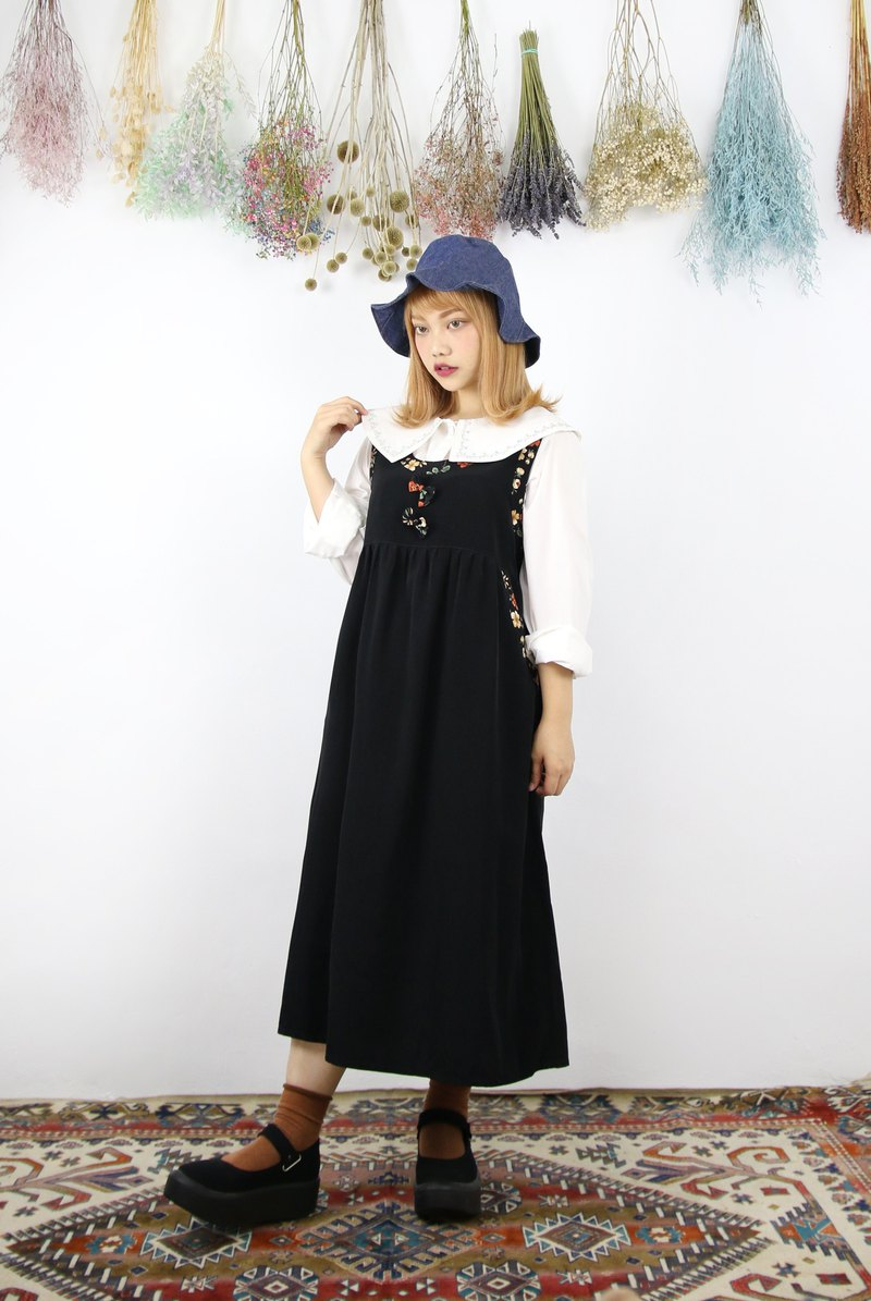 Back to Green:: 黑底花卉边缘 双口袋  vintage dress (DS-07)