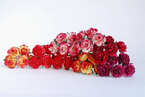 Paper flowers, centerpieces, supplies, 50 pieces size 2.5 cm., mixed red color.