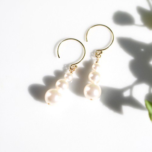 K14GF Swarovski Pearl Triple Mail Tea Earrings 2006