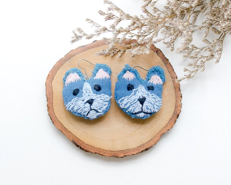 Earrings embroidery | The Dog #001