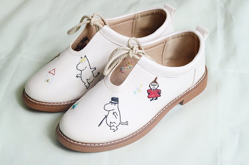 (moomin sneaker embroidery)