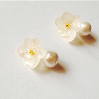 White hydrangea and cotton pearl earrings