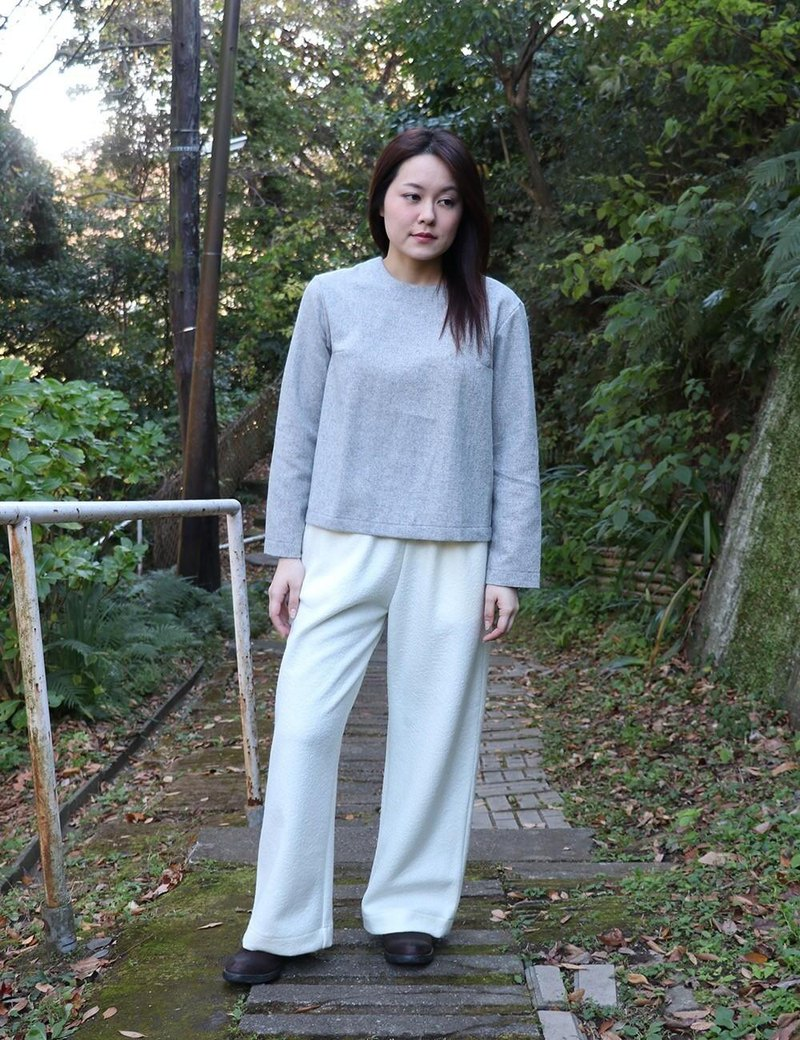Compressed wool off white pants