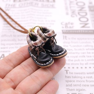 Mini lace-up boots necklace * Black Lined