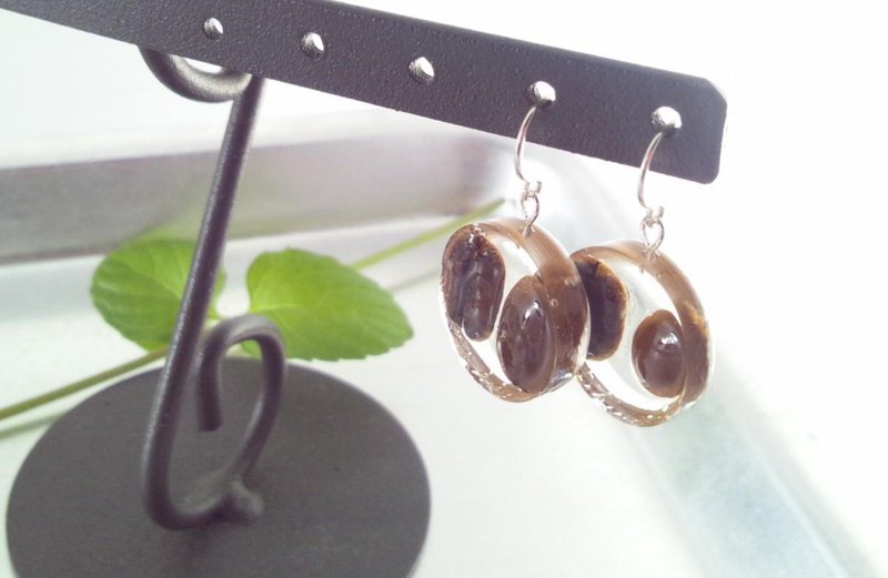 Coffee beans in Round SV earrings